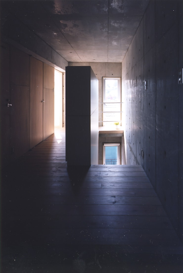玄関: 一級建築士事務所 バサロ計画が手掛けた廊下 & 玄関です。