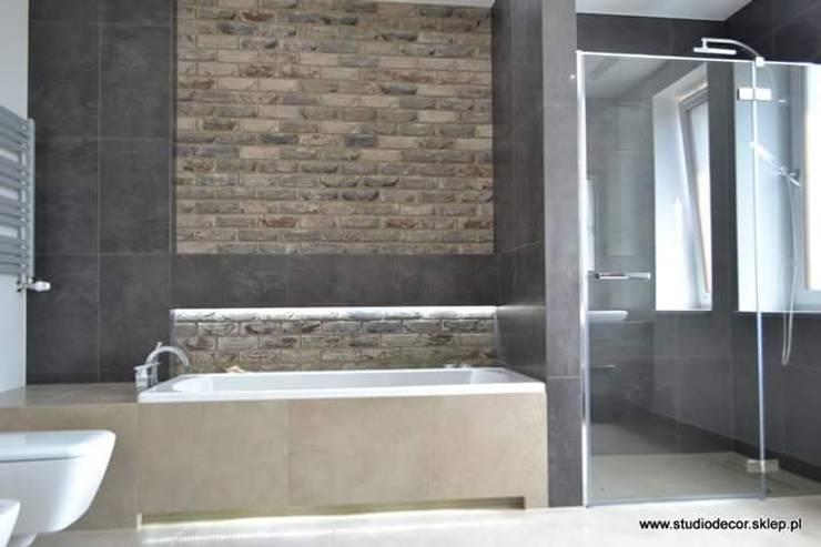 Łazienka w Porębie: styl , w kategorii  zaprojektowany przez StudioDecor