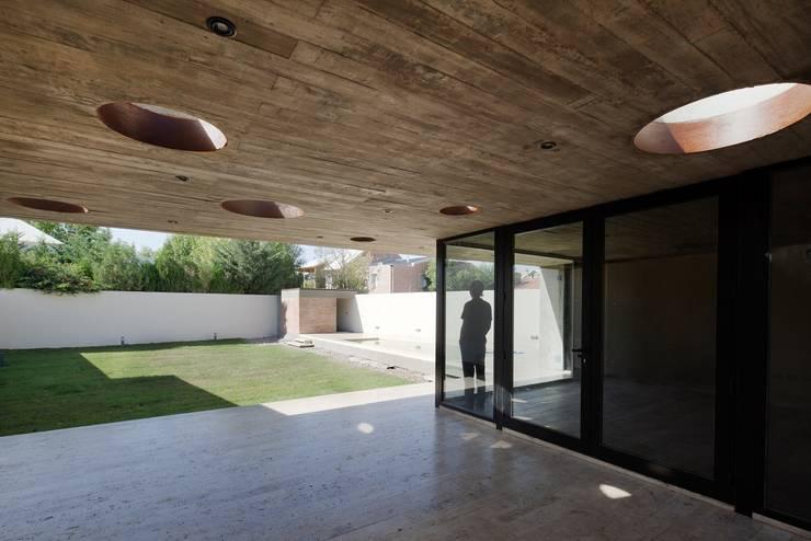  VIVIENDA UNIFAMILIAR K.G. : Jardines de estilo moderno por DMS Arquitectura