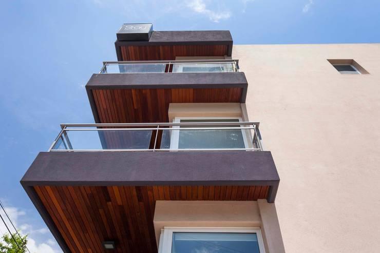 Stay Martinez: Casas de estilo  por LLACAY arquitectos