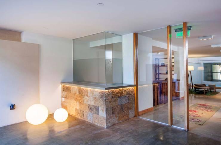 Stay Martinez: Casas de estilo moderno por LLACAY arquitectos