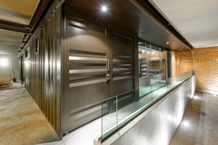 Casa Bugambilia: Casas de estilo  por Con Contenedores S.A. de C.V.