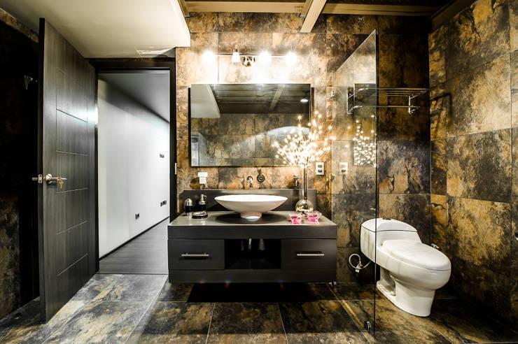 Baños de estilo  por Con Contenedores S.A. de C.V.