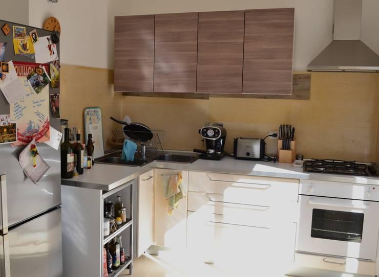 Staging di una cucina:  in stile  di Home Lifting