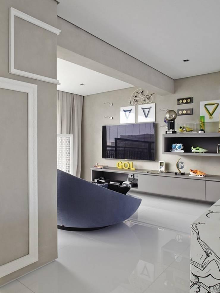 Cobertura Central Park SP: Salas de estar  por Lovisaro Arquitetura e Design