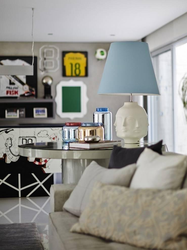 Cobertura Central Park SP: Salas de estar  por Lovisaro Arquitetura e Design,Moderno