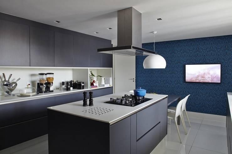 Cobertura Central Park SP: Cozinhas modernas por Lovisaro Arquitetura e Design