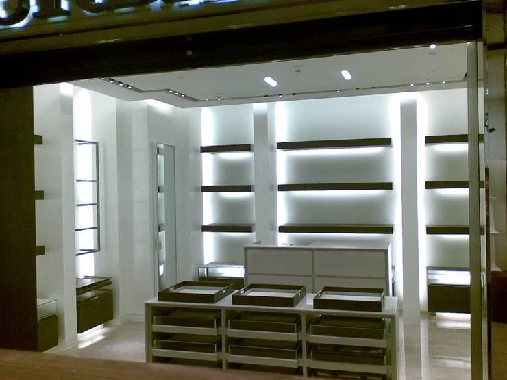 Estuco Veneciano Centros comerciales de estilo moderno de Pinturas oliváN Moderno