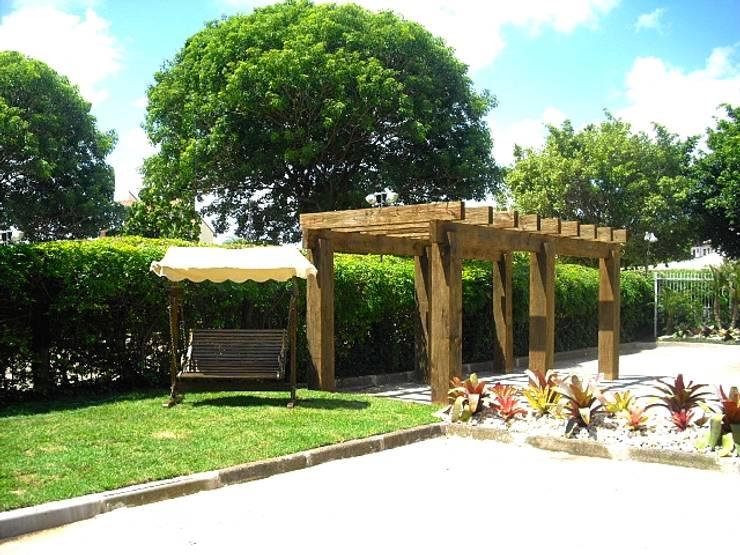 Condominio Residencial em Porto Alegre: Jardins  por Motta Arquitetura