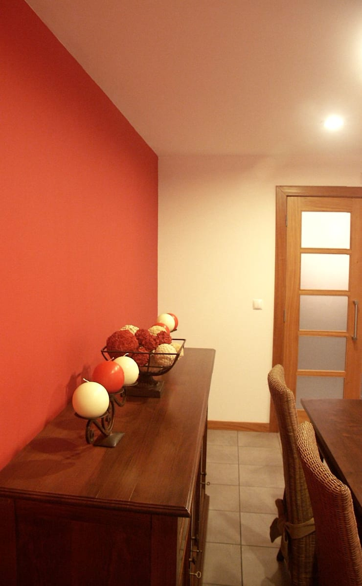 Moradia urbana no alentejo: Salas de jantar  por AGUA-MESTRA, Lda;