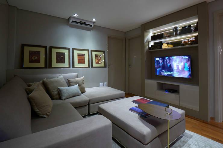Apartamento JD: Salas de estar  por Gláucia Britto,
