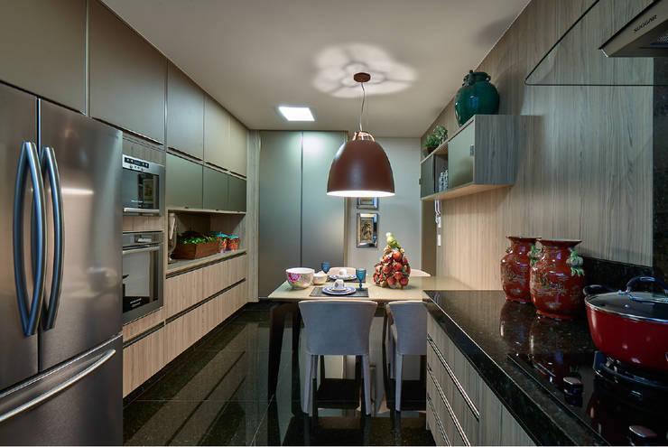 Apartamento JD: Cozinhas  por Gláucia Britto