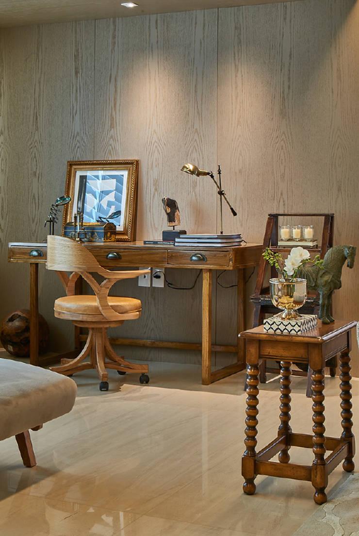 Apartamento JD: Salas de estar  por Gláucia Britto