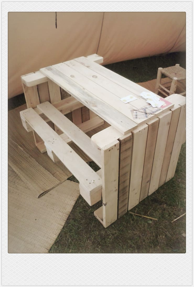 funky table 4 ( picknick):   door Funky furniture, Industrieel