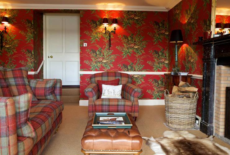 Snug: classic Living room by adam mcnee ltd