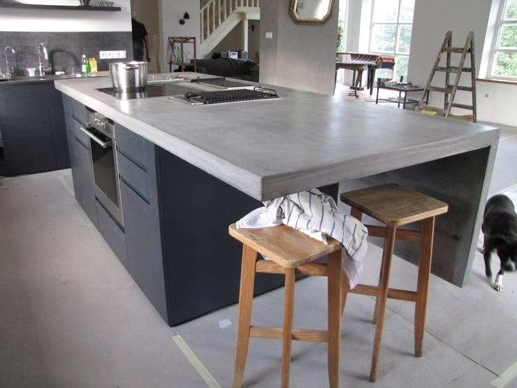 Betonowe wyspy kuchenne: styl , w kategorii Kuchnia zaprojektowany przez Stańczyk Konstrukcje