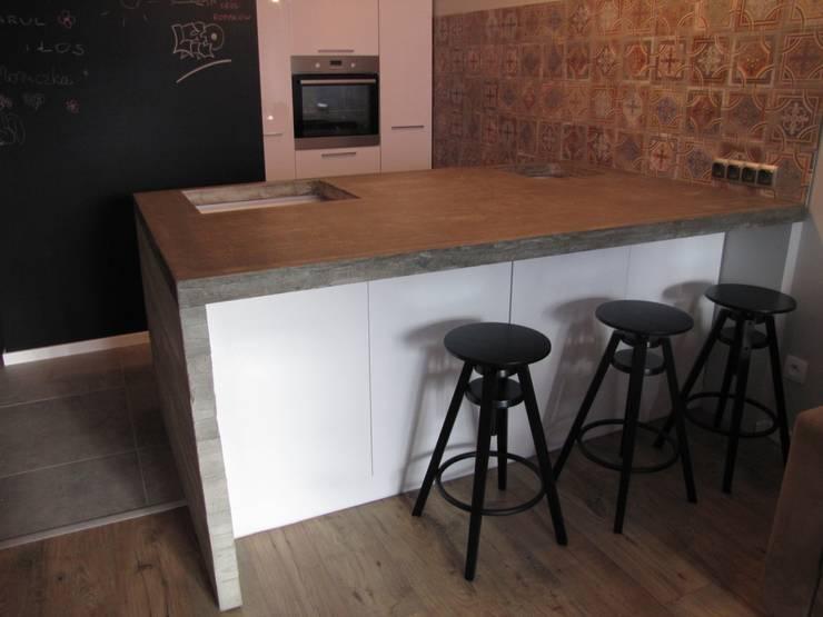 Betonowe wyspy kuchenne: styl , w kategorii Kuchnia zaprojektowany przez Stańczyk Konstrukcje,