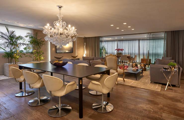 Apartamento LJ: Salas de jantar  por Gláucia Britto