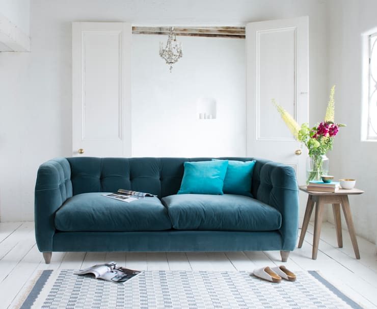 Happy Sofa:  Living room by Loaf