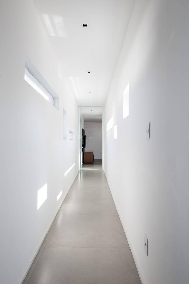 Casa 2V: Casas  por br3 arquitetos