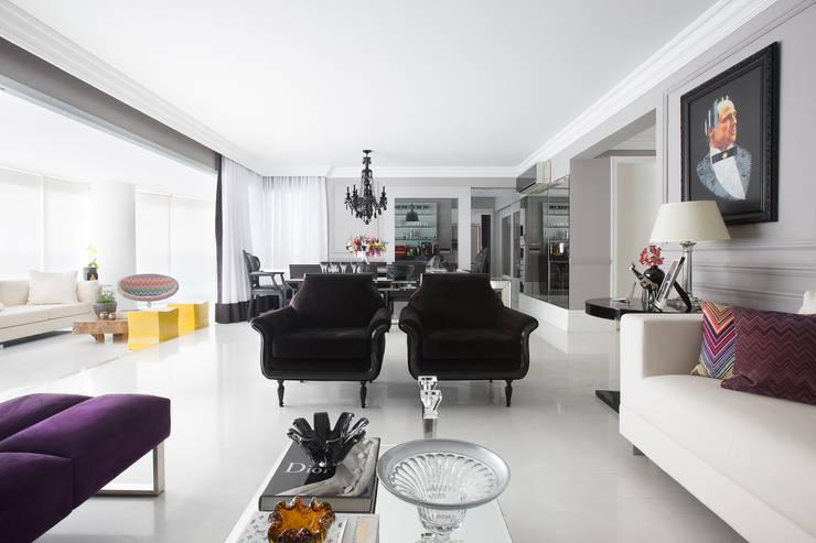 Apartamento P|B: Salas de estar modernas por Lodo Barana Arquitetura e Interiores