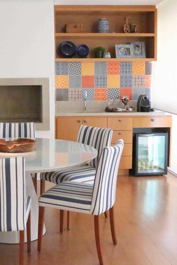 Varanda: Salas de estar  por ARK2 ARQUITETURA,