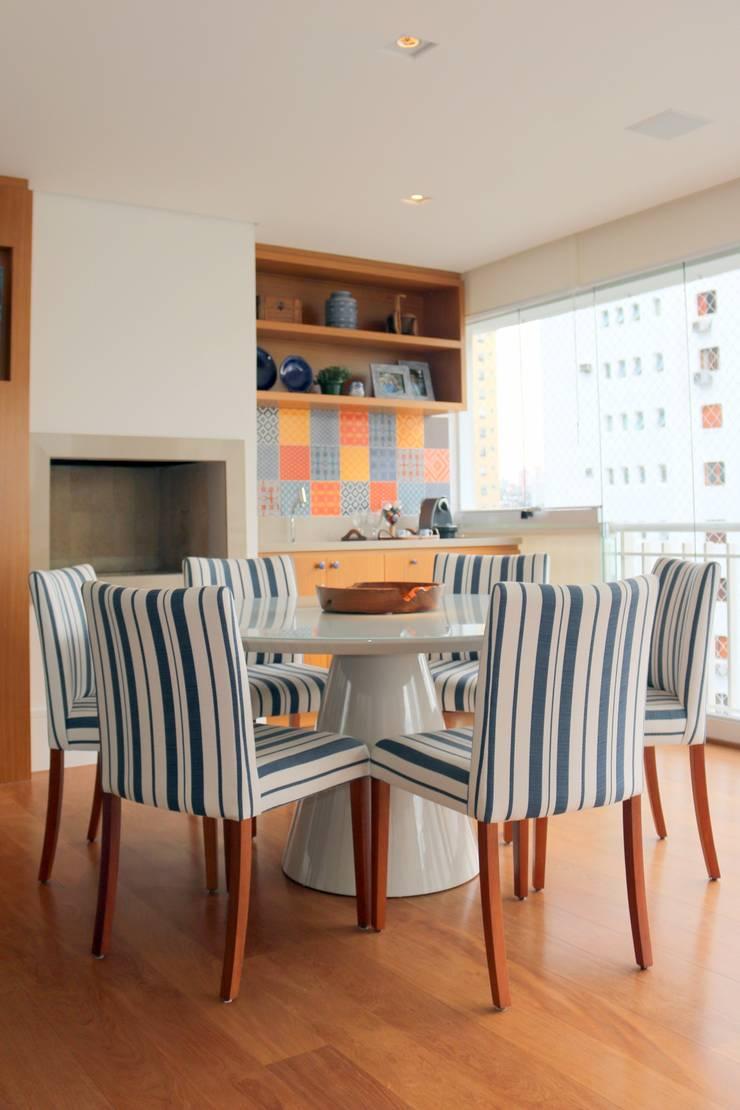 Varanda: Salas de jantar  por ARK2 ARQUITETURA,