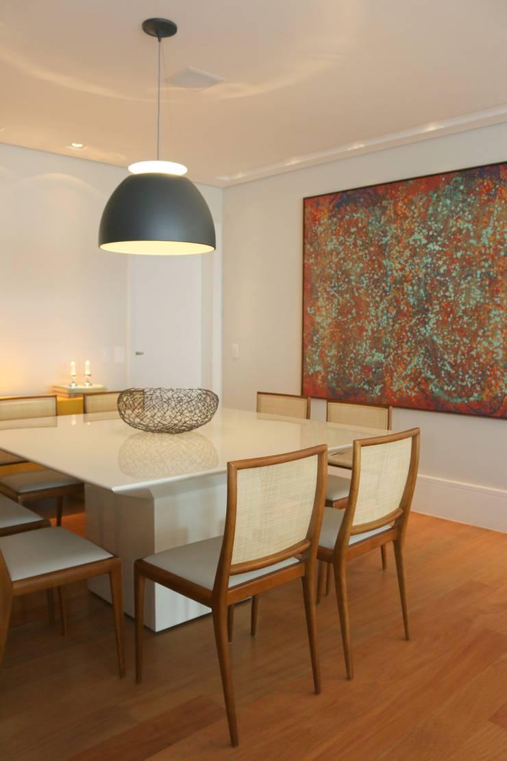 Sala de jantar: Salas de estar  por ARK2 ARQUITETURA,