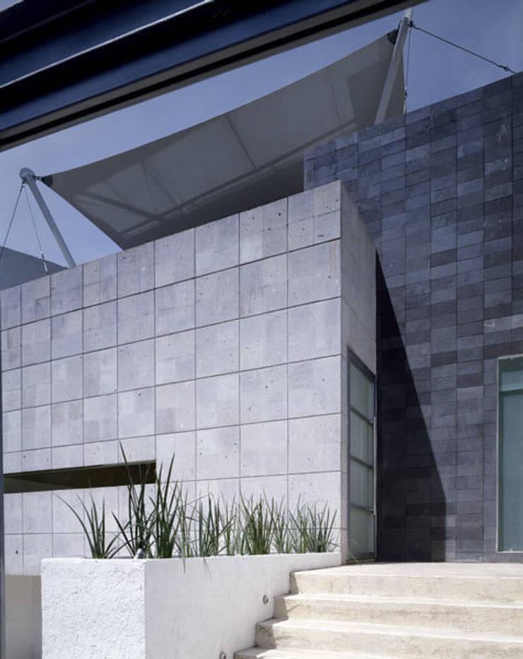 B221: Casas de estilo  por Micheas Arquitectos