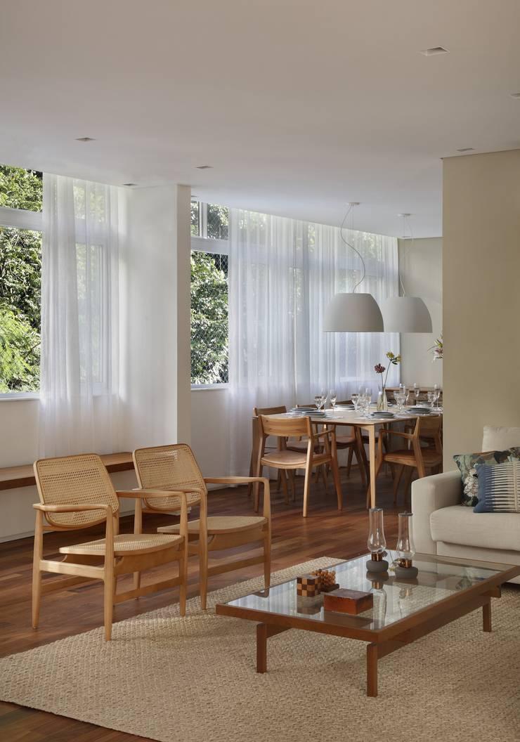 Cobertura Almirante Guillobel: Salas de jantar  por Cerejeira Agência de Arquitetura