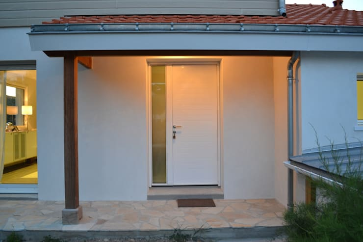 Porte d'entrée: Fenêtres de style  par In Déco