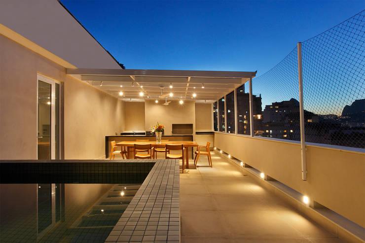 Cobertura Almirante Guillobel: Terraços  por Cerejeira Agência de Arquitetura