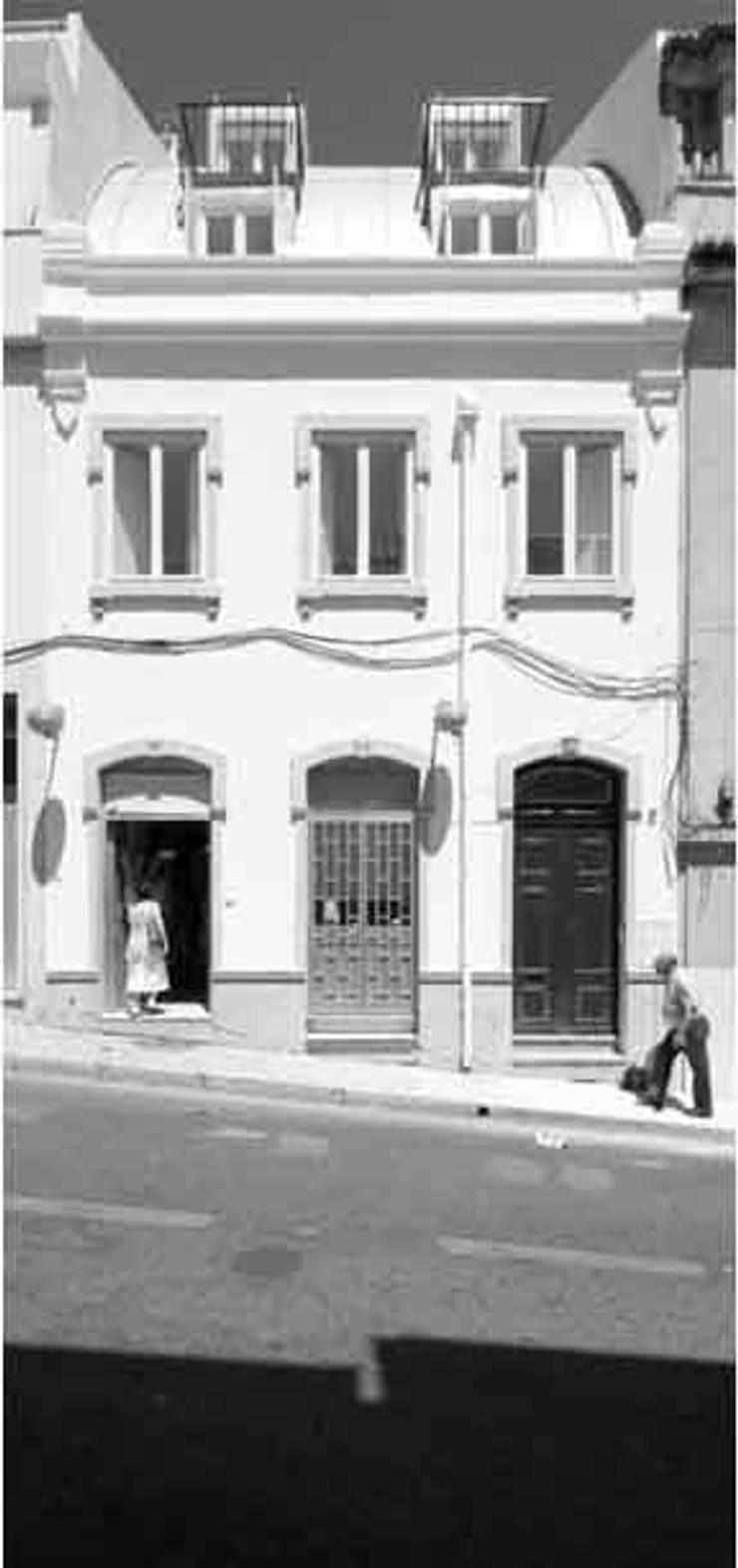 facade 04:   por ARTE e TECTóNiCA, arquitectura e desenho Lda