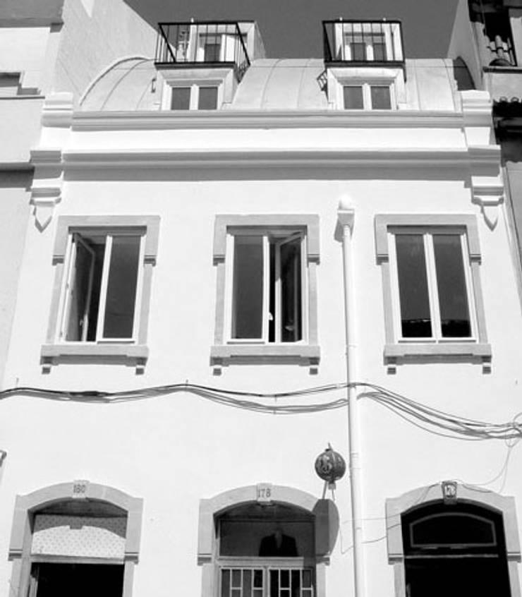 facade 12 (detail):   por ARTE e TECTóNiCA, arquitectura e desenho Lda