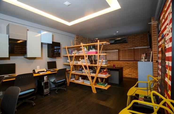 Escritório de Arquitetura: Espaços comerciais  por Rodrigo Maia Arquitetura + Design