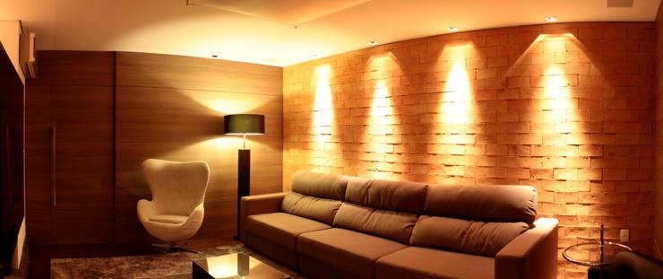 Sala de reuniões: Espaços comerciais  por CASA DE PROJETOS