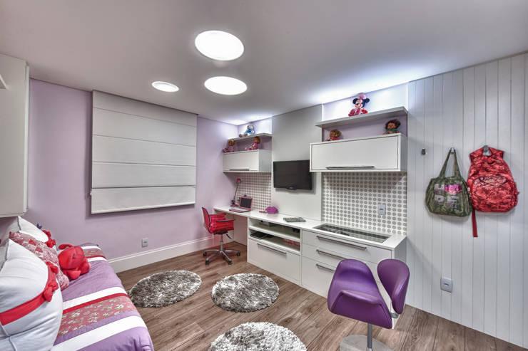 Quarto Menina: Quarto infantil  por Lucia Navajas -Arquitetura & Interiores