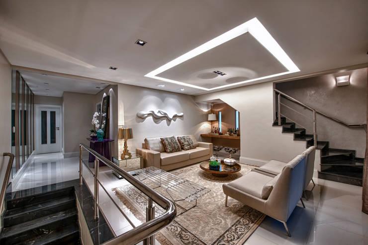 Living: Salas de estar  por Lucia Navajas -Arquitetura & Interiores