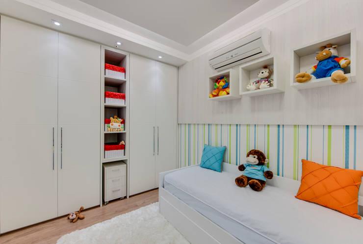 Cobertura Duplex: Quarto infantil  por Lucia Navajas -Arquitetura & Interiores