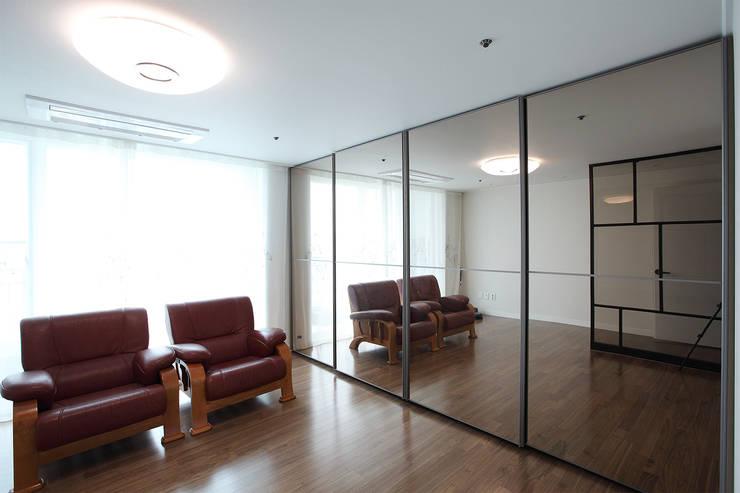 MID 먹줄:  tarz Giyinme Odası