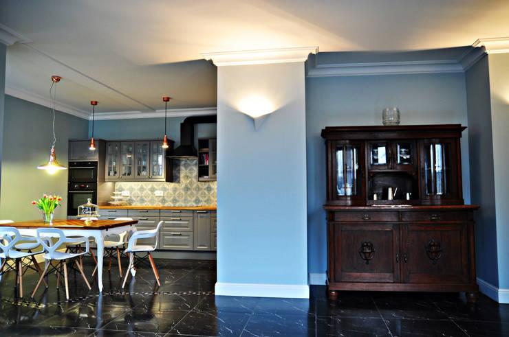 Eklektyczna willa wielorodzinna: styl , w kategorii Kuchnia zaprojektowany przez Pracownia Architektury Wnętrz Hanny hildebrandt