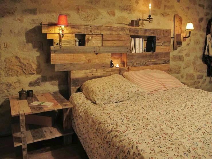 Camera da letto in stile in stile Eclettico di les palettes du coeur
