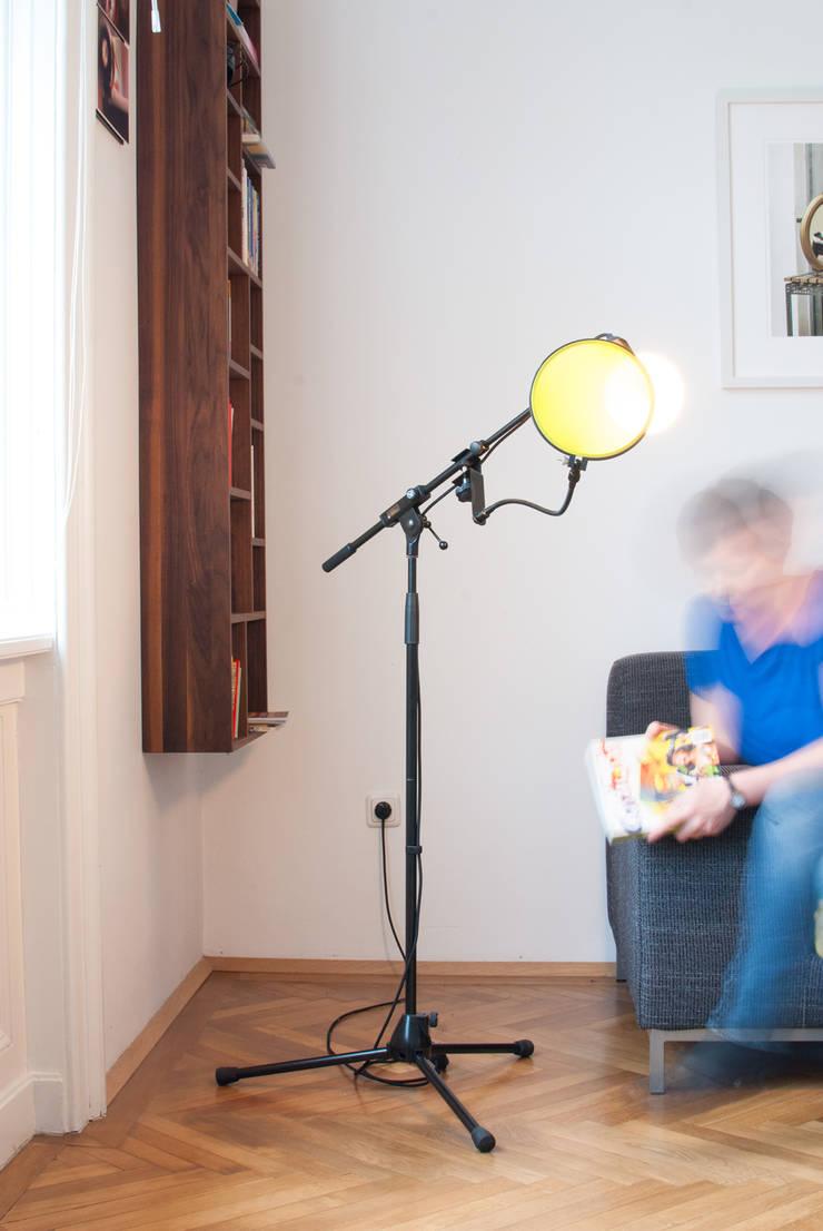 Stehlampe Lesen micro bulb - die mikrofon leuchtereblau design | homify