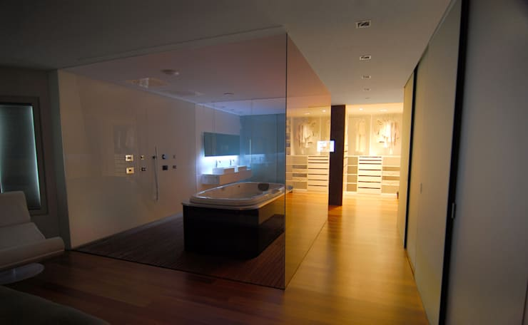 Zona el Dormitorio principal, baño y vestidor: Baños de estilo moderno de Duart-Vila Arquitectes S.L.P.