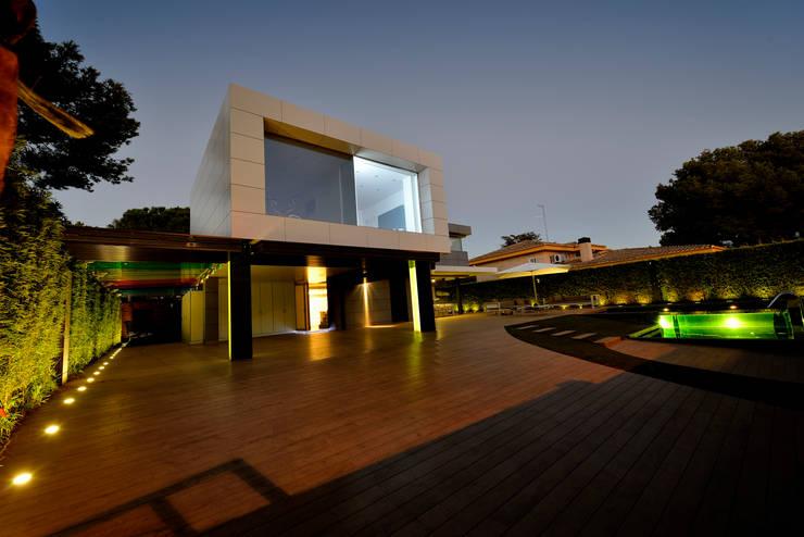 Vista exterior 1: Casas de estilo  de Duart-Vila Arquitectes S.L.P.