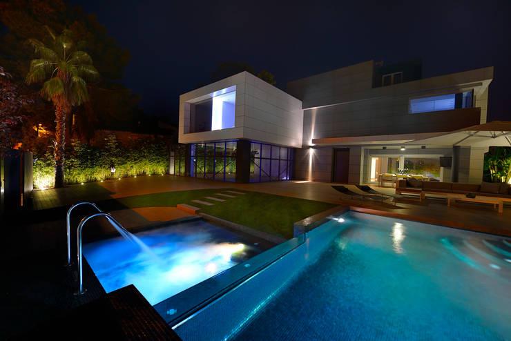 Zona de Spa y piscina: Casas de estilo  de Duart-Vila Arquitectes S.L.P.