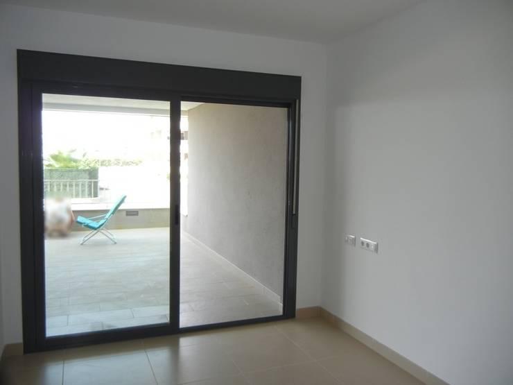 Imagen de Dormitorio existente:  de estilo  de CARMAN INTERIORISMO