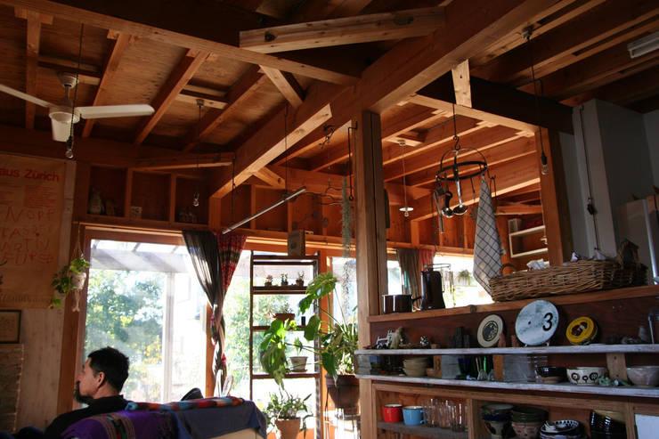 茂原の家: 合同会社加藤哲也建築設計事務所が手掛けた壁です。