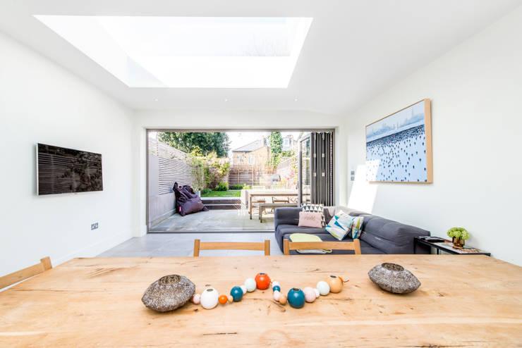 Open Floor Plan : modern Living room by CATO creative