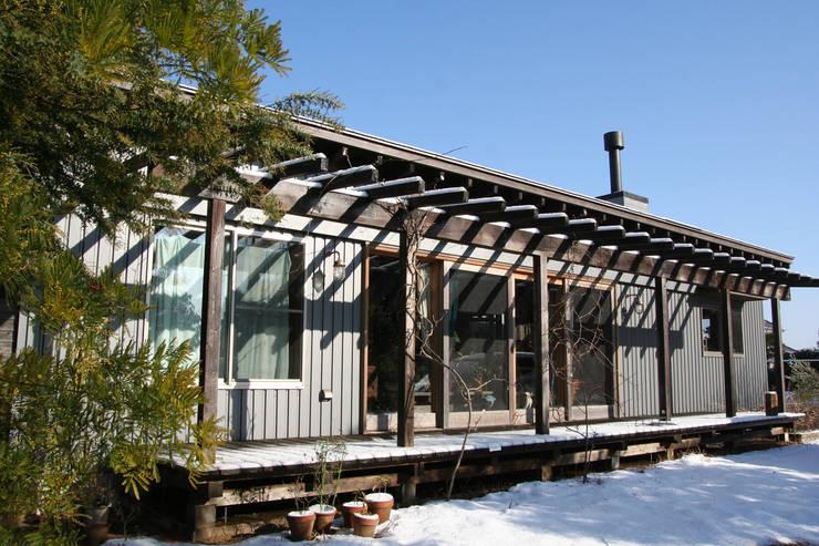 茂原の家: 合同会社加藤哲也建築設計事務所が手掛けたテラス・ベランダです。